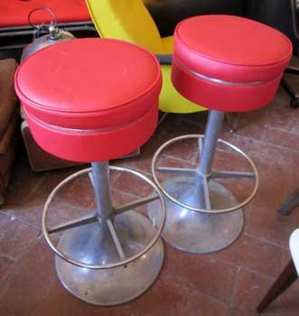 Coppia di sgabelli rossi antiquariato castellani for Sgabelli rossi