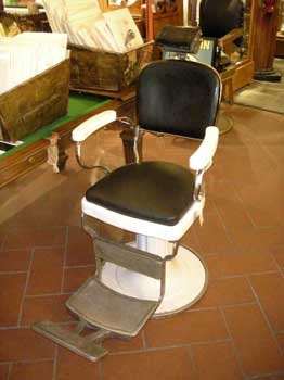 Poltrona da barbiere modello victoria antiquariato for Poltrone da barbiere usate