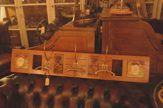 Attaccapanni da muro in stile liberty antiquariato castellani antiquari in cortona dal 1919 - Stile liberty mobili ...