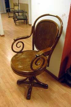 Sedia da barbiere thonet antiquariato castellani for Sedia antica thonet